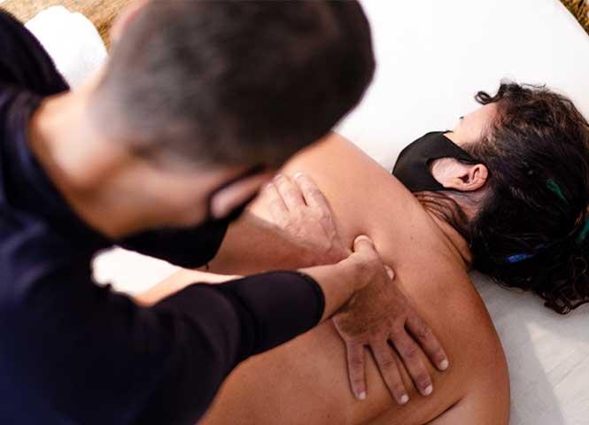 Massagem pedras quentes